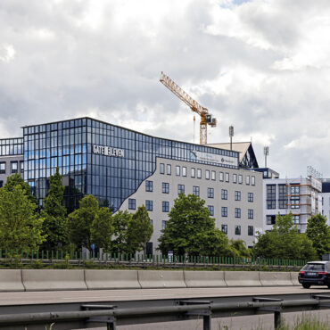 "thumbnail LC vermietet ca. 2.500 m² im ""GATE ELEVEN"""